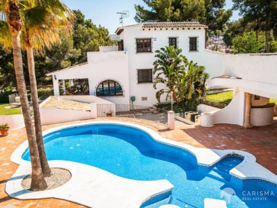 Large villa in Moraira with squash courts