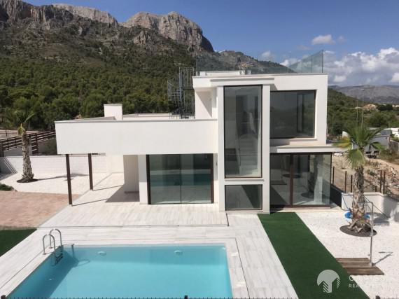 Fantastic new built villa with sea views in Polop