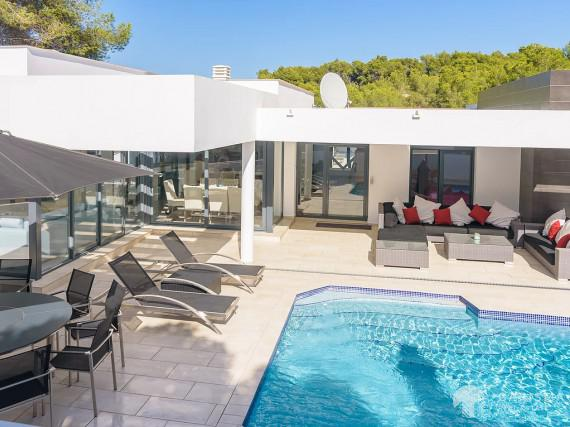 Modern villa, ready to moove in located in  Javea